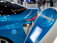 Will Hydrogen or Solar Power drive the cars of the Future?